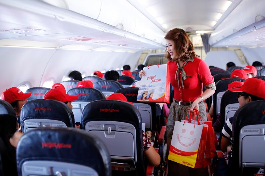 Nice-surprises-onboard-Vietjet-flights