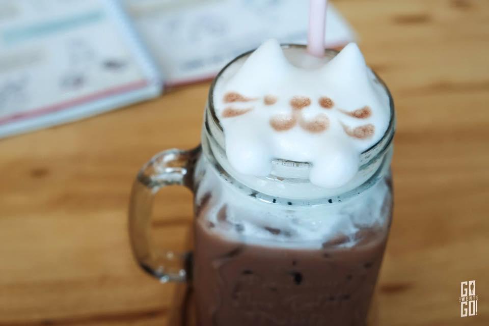 Makura Cat Cafe (2)